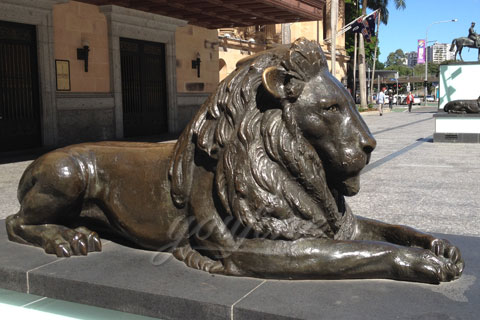 Bronze lion statues life-size animal sculptures