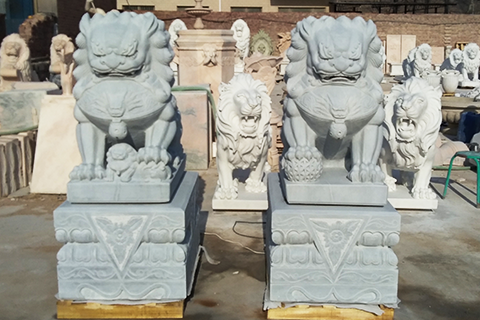 White-marble-foo-dogs-Chinese-stone-lion-statues-in-pairs-for-front-porch